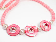 Pink coral necklace with rubies and pearls, length 44 cm, 18 kt gold clasp