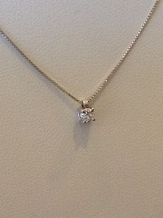 18 kt gold necklace with brilliant cut diamond 0.10 ct – Length: 40 cm