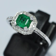 Gold ring with emerald and 44 natural diamonds - size 12 (IT)/ 16,60 mm