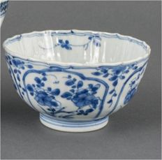 Fine blue and white bowl - China - 1700 (Kangxi period)