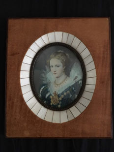 Miniature portrait painting on ivory with a wood and ivory frame - France, ca. 1920