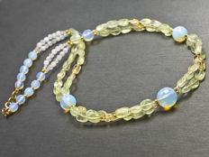 Garlanded multi-stone necklace with moonstone, 45 cm length, 18 kt gold clasp