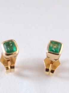 18 kt gold earrings with emeralds