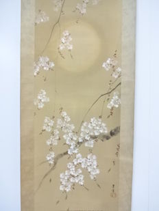 Japanese hanging scroll, painted on silk, with cherry blossoms at full moon night – Japan – mid 20th century