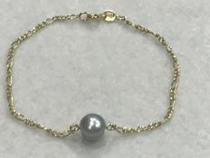 18 kt yellow gold bracelet with grey cultured pearl. 19 cm