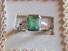 Ring with Colombian emerald  (2.10 ct) and diamonds