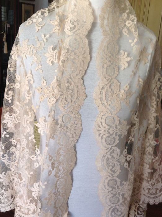 En Chantilly Lace stoles - Pizzo