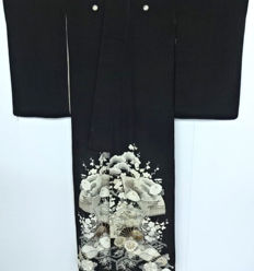 Kurotomesode kimono, gold metallic embroidery, with classic motifs - Japan - Early 20th century