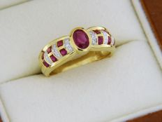 18 kt gold ring with rubies and diamonds - Finger size: 53 – easily adjustable +/- 4 sizes - Size: 53