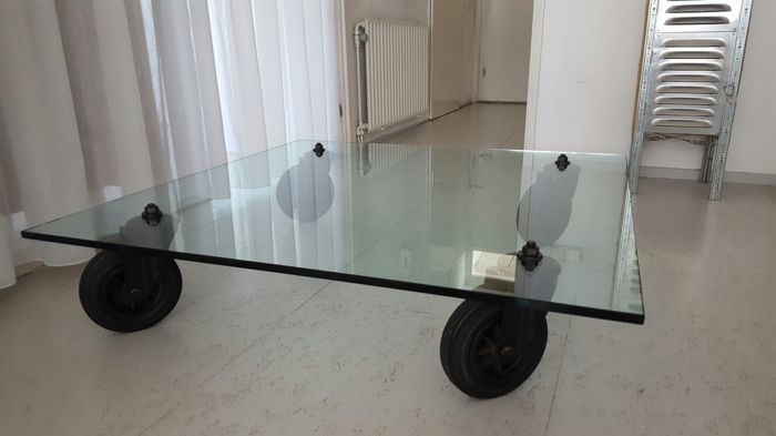 Gae Aulenti for Fontana Arte – coffee table (tavolo con ruote ...
