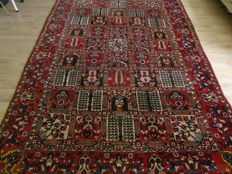 Classic Hand Knotted Persian Bakhtiari 210 x 315Cm !