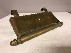 Bronze trivet/base - United Kingdom