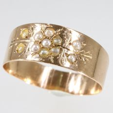 Antique Victorian gold ring with 11 natural seed pearls, anno 1880