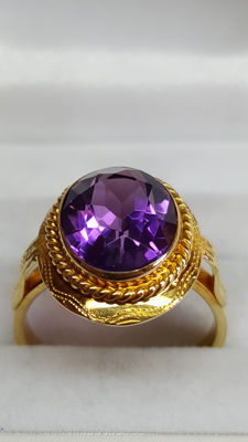 18 kt yellow gold women's ring set with amethyst