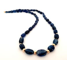 Necklace made of kyanite beads with 14kt gold clasp as well as in-between beads - 44cm