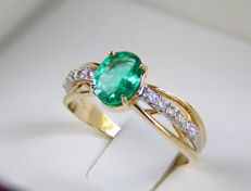 14k gold ring with emerald and diamonds 0,19 cts. - Ring size: 17.5 mm. (7 US) - .