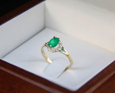 14k gold ring with emerald and diamonds ct 0,16. -  size: 17.5 mm. (7 US)