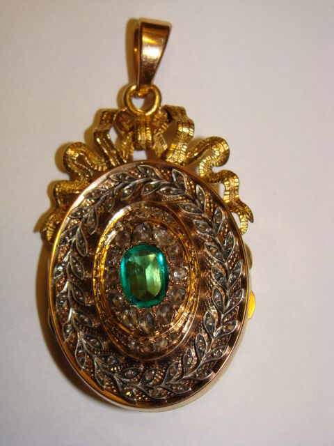 Medallion 21.6 kt, 1.40 ct of emerald/rose diamonds in white gold, 19th century