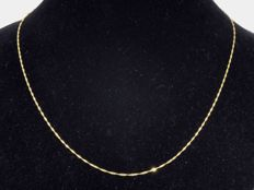 18k Gold. Chain Singapore. Length 45 cm.