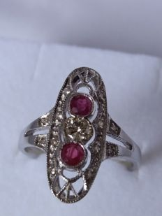 Antique ring with 0.27 ct brilliant cut diamonds, colour J/M, clarity S1, and 0.26 ct red rubies, clarity S1.