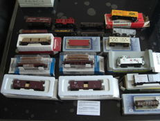 Various brands H0 - different USA freight wagons of different companies