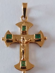 Cross made of 18 kt gold and emeralds – Ref064