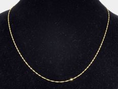 18k Gold Necklace. Chain Singapore. Length 45 cm.