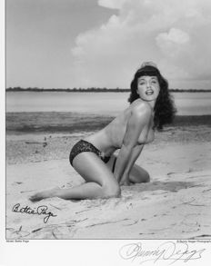 Photo; Bunny Yeager - Bettie Page nude on the beach - 1980