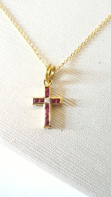 Gold chain with cross in 18 kt gold, diamond (0.05 ct) and rubies 42 cm