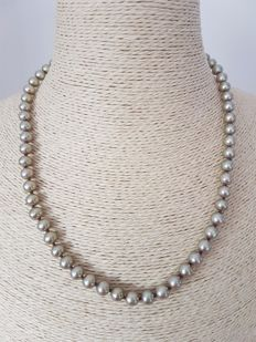 Champagne cultured fresh water round pearl necklace with 14Kt yellow gold clasp, approx 45cm long