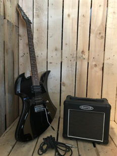 B.C. Rich Mockingbird with free Amp