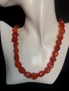 Necklace with natural carnelian of 660 ct.