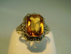 Gold ring with yellow quartz