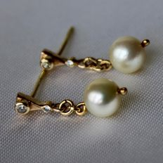 Earrings 14kt gold with sea / salty shiny pearls and small old cut brilliants.