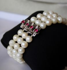 3-row vintage bracelet with ivory - white Akoya pearls and silver clasp with 4 natural Ruby approx. 1Ct.. total.