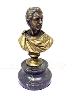 Bronze sculpture of man with toga on natural stone base - France - Late 20th century.