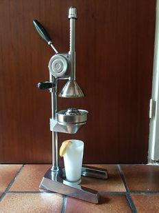 Stainless steel chrome GRS Design XXL Pro Juicer citrus press - Model horseshoe lever hand press
