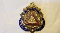 English masonic lodge medal in golden silver and enamels, from the 1900s