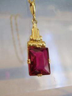 Gold pendant with verneuil rubies, 2 ct on gold chain