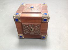 Box with blue glass stones, from the estate of Princess Juliana