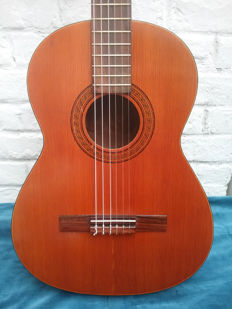 Classic guitar attributed to KREMONA