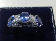 Ring in 18 kt white gold, tanzanite AAAA and 0.30 ct diamonds Top Wesselton - size 15