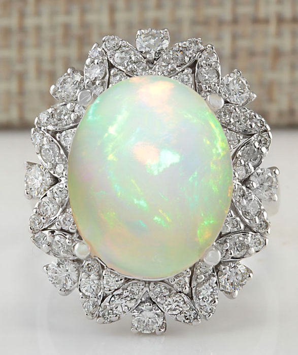 8.15 Carat Opal 14K Solid White Gold Diamond Ring - Ring Size: 7 *** Free shipping *** No Reserve *** Free Resizing