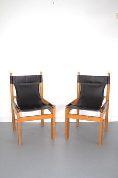 Manufacturer unknown - 2 vintage chairs with harness leather