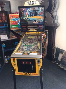 "Williams ""Taxi"" Pinball machine in rare Marilyn Monroe edition"