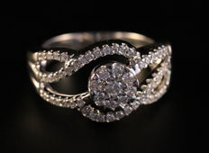 14KT White Gold Diamond Flower Ring - with a total of 0.50 CT - H/SI1 - Size 6.5