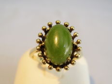 Antique 8 kt gold ring with jade nephrite cabochon made circa 1940-45