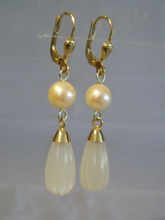 Golden earrings with genuine Akoya pearls and silver-white hand-carved moonstone drops totalling 11.8 ct