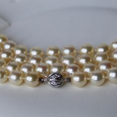 Long 84 cm pearl necklace with 94 genuine sea/salty AAA+ round pearls, approx. 7.6–7.8 mm.