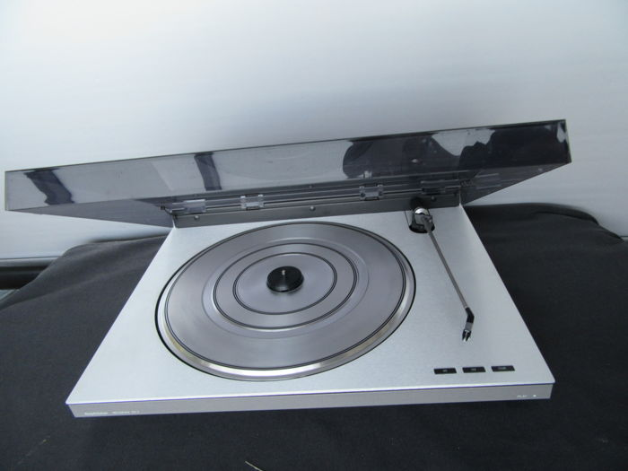 bang olufsen rx2 turntable serviced by b o technician with over 40 years of b o experience. Black Bedroom Furniture Sets. Home Design Ideas